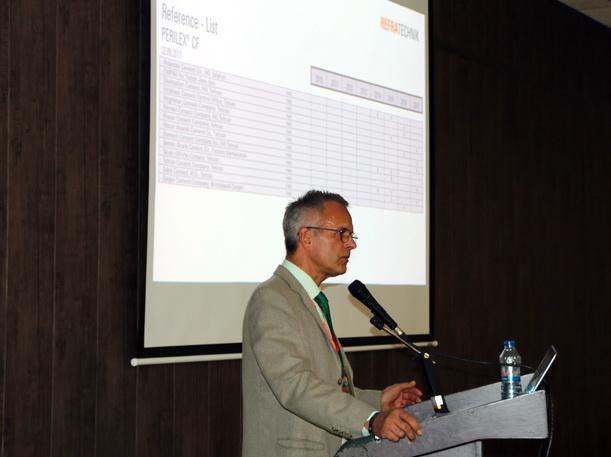 آقای دکتر دیتمار لاشک، در حال معرفی دستاوردهای جدید شرکت رفراتکنیک در زمینه آجرهای نسوز